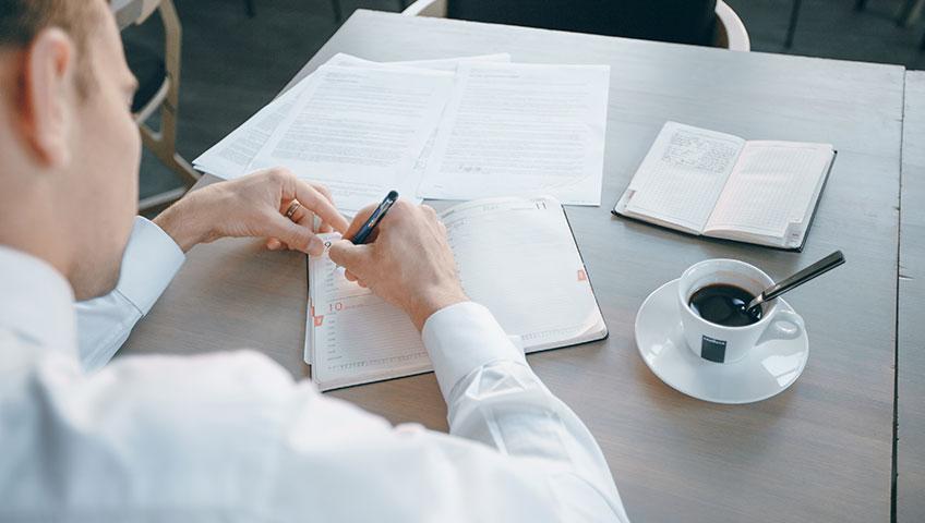 Как избежать правовых и налоговых рисков при оформлении договора компании с ИП?